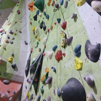 trening wspinaczkowy na sztucznej ściance